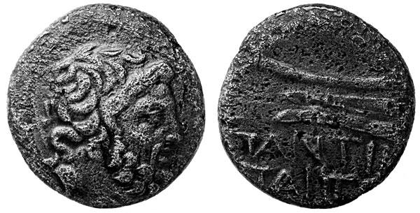 Посейдон с главным атрибутом – трезубцем, помещенном за плечом бога